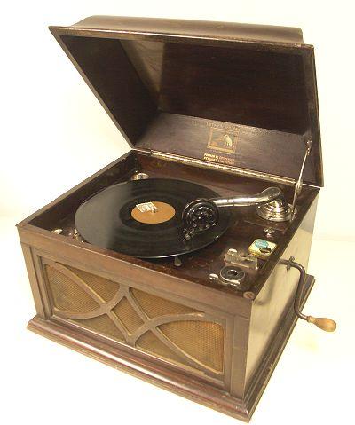 le phonographe. Black Bedroom Furniture Sets. Home Design Ideas